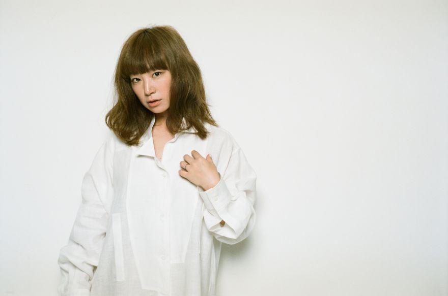白シャツスタイリッシュなYUKIちゃん
